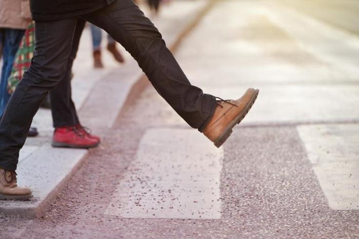 Первый шаг мужчины в отношениях с женщиной